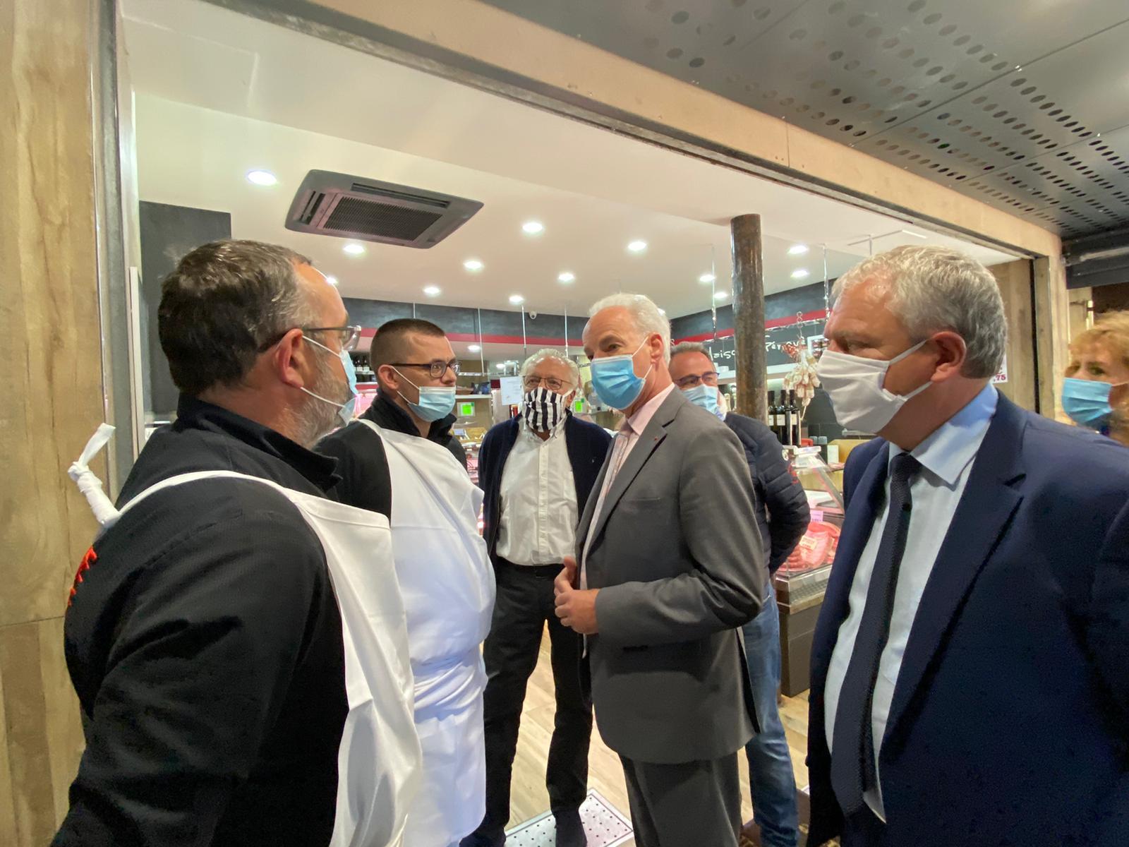 Joël Fourny aux côtés du ministre Alain Griset à la boucherie Nouvelle des Pyrénées (Paris 20e) vandalisée